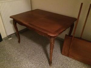 Der Tisch im Originalzustand